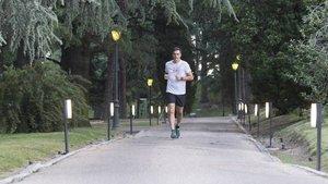 Yakışıklı başbakan sporda! Sarayın bahçesinde köpeğiyle koştu