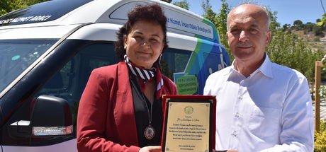 İlkay Gündoğan, engelli taşıma aracı hediye etti