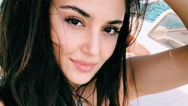 Hande Erçel'in bikinili paylaşımları olay oldu - Hande Erçel kimdir? - Magazin haberleri
