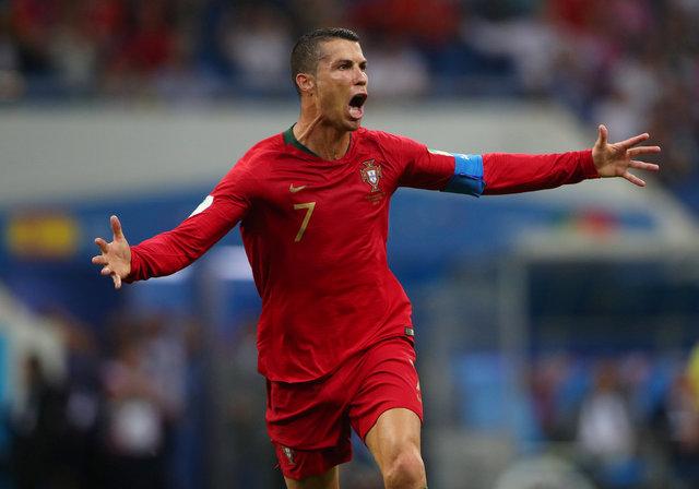 Cristiano Ronaldo rekor kırmaya devam ediyor! Bir ülkenin tarihini değiştirdi!