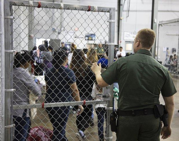 ABD'de çocuk mültecilerin dramı! 2 bin çocuk tel kafeslere kondu
