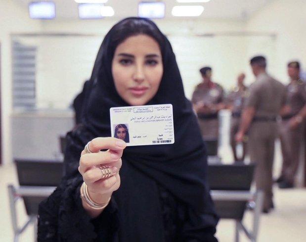 Suudi Arabistanlı kadınlar direksiyon başına! Yasağın kalkmasına gün sayıyorlar