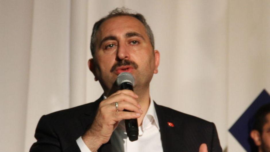 Adalet Bakanı'ndan mükerrer oy kullanan kişiyle ilgili açıklama