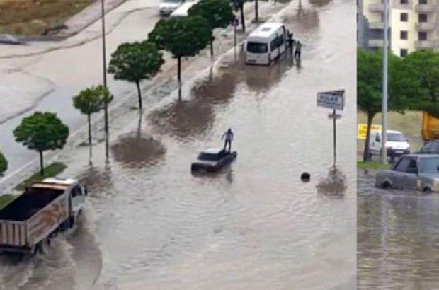 Araçlar bir anda yağmur sularının içinde kaldı