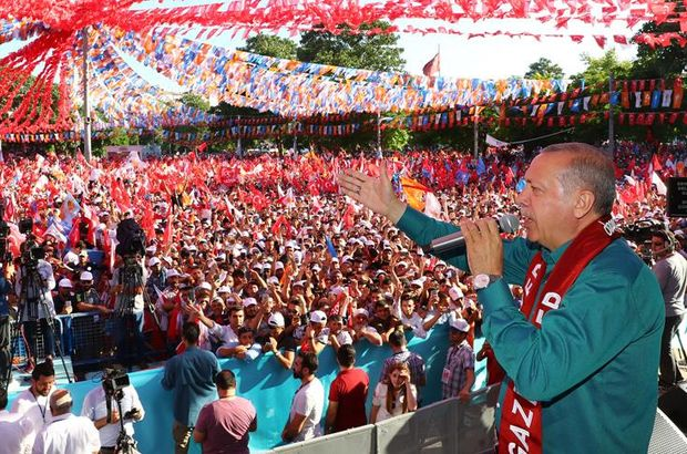 Son dakika... Erdoğan seçim şarkısını Gaziantep'te meydanda söyledi