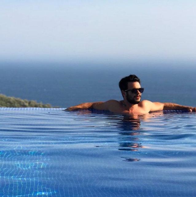 Rüzgar Erkoçlar'dan havuz pozu - Magazin haberleri