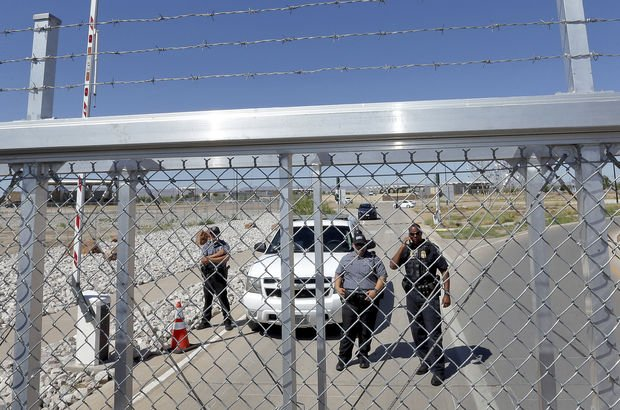 Göçmen çocuklar aileleriyle cezaevinde buluşacak!