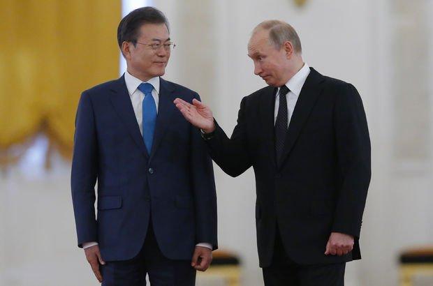 Putin, Güney Kore lideri Moon ile Kuzey Kore'yi görüştü