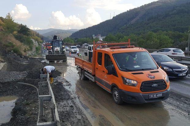 Manisa'da toprak kayması nedeniyle karayolunun bir şeridi kapandı