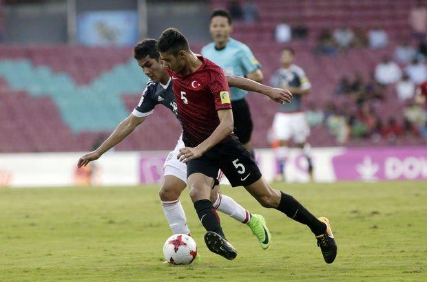 Ozan Kabak, U19'a dahil edildi