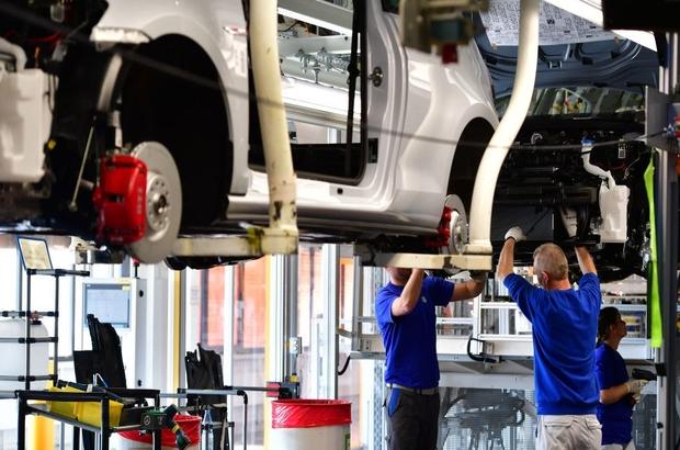 ABD ticaret savaşları: Trump'tan AB'ye otomobile ek gümrük vergisi tehdidi