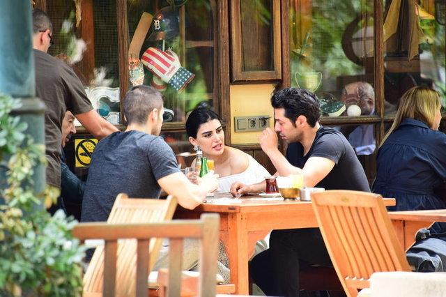 Mert Fırat sevgilisi İdil Fırat'ı ailesiyle tanıştırdı - Magazin haberleri