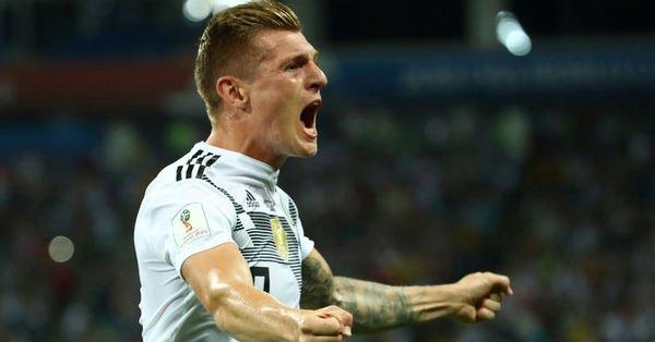 Almanya İsveç'i 90+5'te devirdi