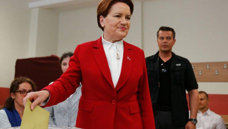 Cumhurbaşkanı adayı Meral Akşener oyunu kullandı