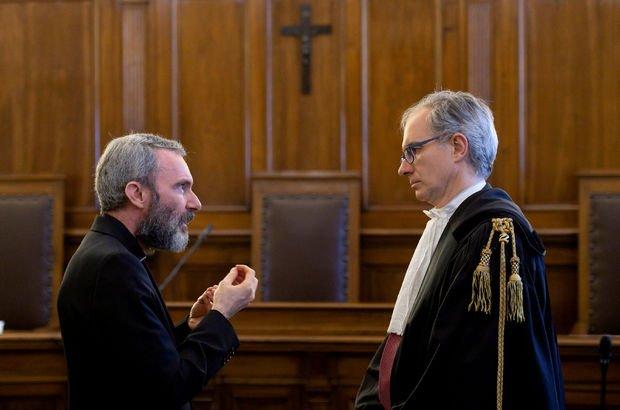 Vatikan'ın eski diplomatına istismardan hapis cezası!