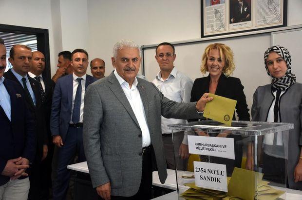 Son dakika... Başbakan Yıldırım, İzmir'de oyunu kullandı