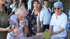 Usta oyuncu 95 yaşındaki annesi ile beraber oy kullandı