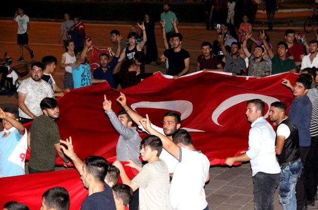 MHP'lilerden davul zurna eşliğinde kutlama