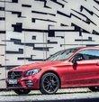 Ülkemizde sınıfının en çok satan modeli olan Mercedes C Serisi, 1 milyar Euro harcanarak kapsamlı bir şekilde yenilendi. 6.500 parçası değiştirilen yeni C serisi ailesi gelişmiş sistemleri ve yeni motorlarıyla ağustos ayından itibaren satışa sunulacak