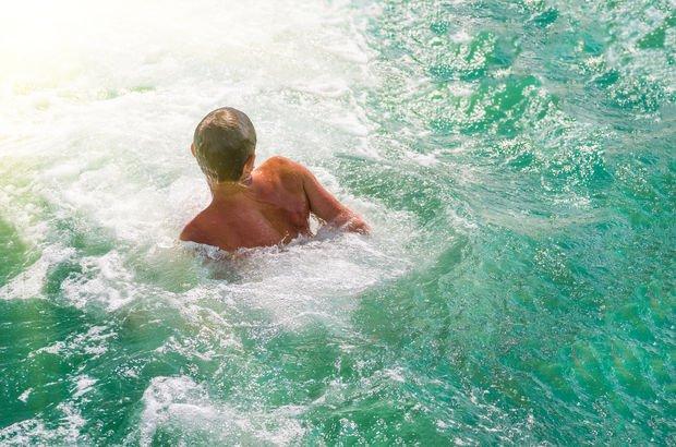Uzman uyarısı: Aşırı köpüklü denizden uzak durun