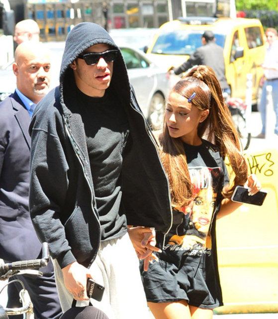 Pete Davidson ile nişanlanan Ariana Grande hamile mi? - Magazin haberleri