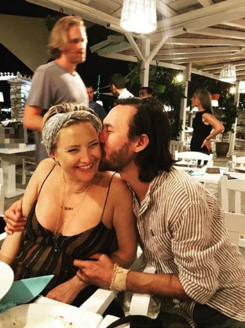 Kate Hudson sevgilisi Danny Fujikawa ile Yunanistan tatilinde - Magazin haberleri