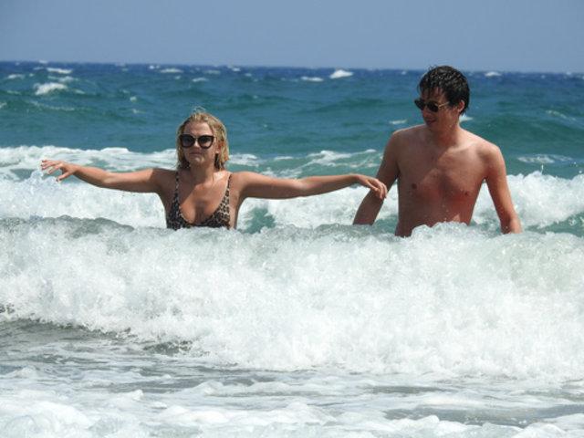 Lucy Fallon, Kıbrıs'ta tatil yapıyor - Magazin haberleri