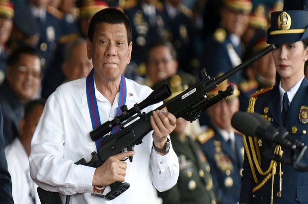 'Tanrı aptal' diyen Filipinler lideri Duterte, Katolikleri öfkelendirdi