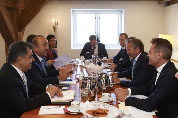 Çavuşoğlu, Danimarkalı mevkidaşıyla görüştü