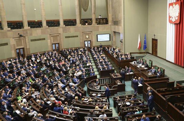 Polonya'dan İsrail'i kızdıran yasada geri adım