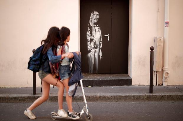 Banksy'den Paris'te yeni resimler: 1968 isyanına övgü, mülteci politikalarına eleştiri