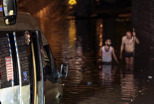 Son dakika: Sağanak yağış İstanbul'u felç etti!