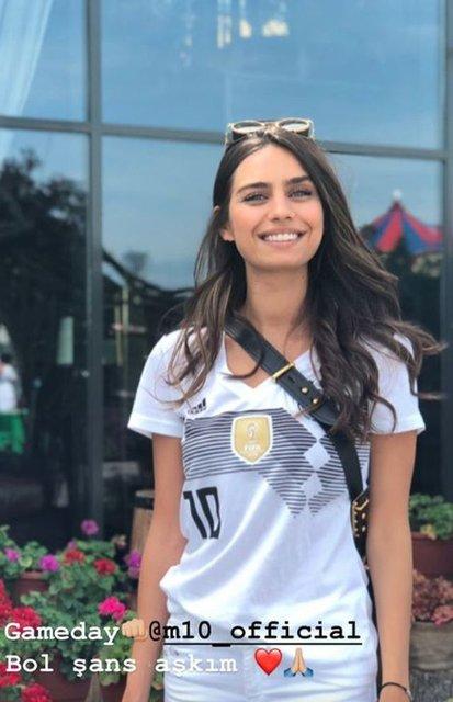 Amine Gülşe'den Mesut Özil'e destek - Magazin haberleri