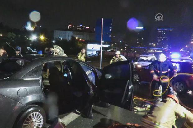 Üsküdar'da otomobile çarparak savrulan araca bariyer saplandı