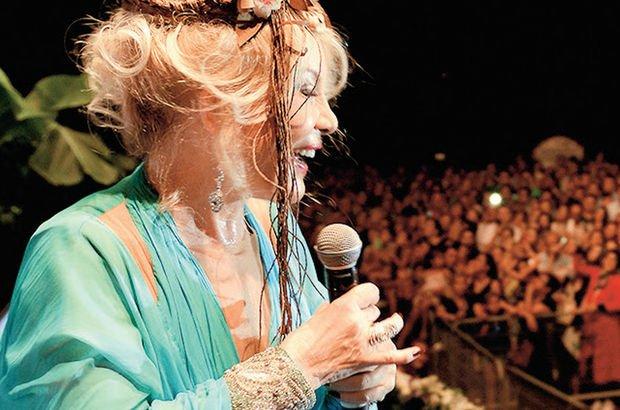 Emel Sayın, Alanya'nın kraliçesi ilan edildi - Magazin haberleri