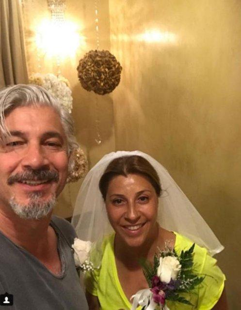 Behzat Uygur eşi Çiğdem Uygur ile evliliklerinin 28. yıldönümünü kutladı - Magazin haberleri