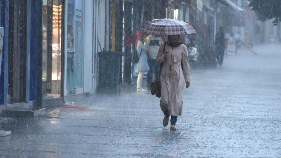 İstanbul için yeni uyarı geldi! Meteoroloji saat verdi