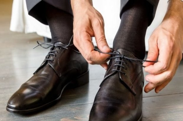 Etek altı görüntüsü çekmek için ayakkabısına yerleştirdiği kamera patladı