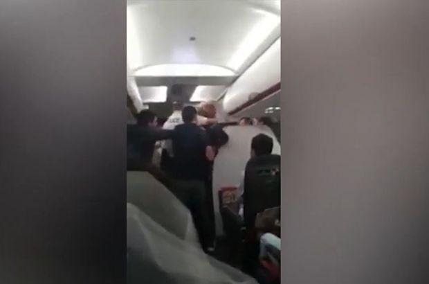 Uçakta herkesi şoke eden kavga!
