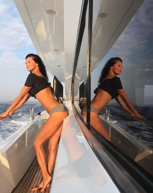 Ebru Şallı'dan tekne pozu - Magazin haberleri