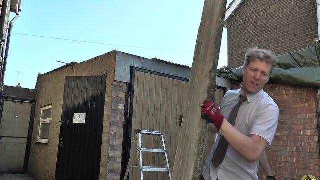 Fenomen adam bu kez de bahçesi için açılıp kapanabilir çatı tasarladı