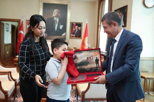 Bakan Canikli şehit ailesini ağırladı