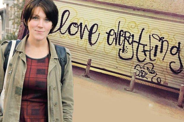 """Son dakika: Metro kepengine """"sevgi"""" grafitisi yapan ABD'li kadına beraat"""