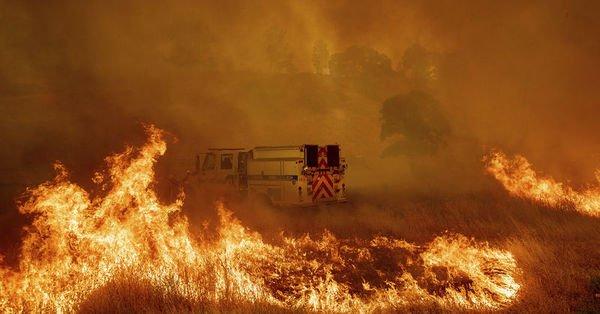California cayır cayır yanıyor