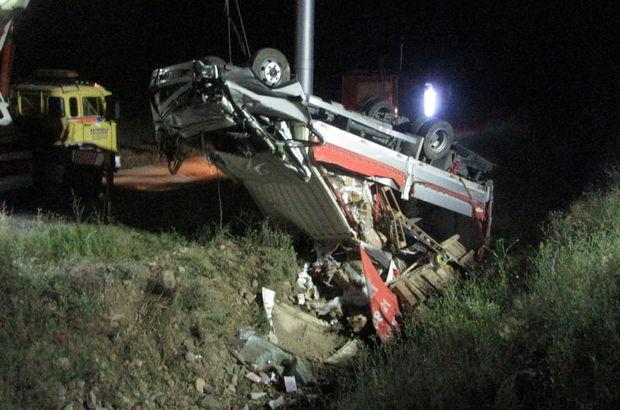 Devrilen kamyonetin sürücüsü öldü