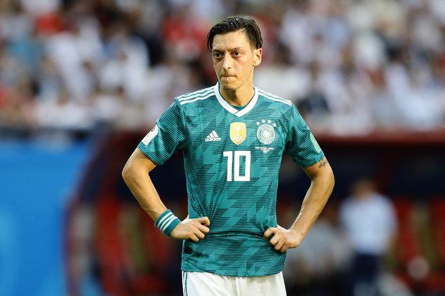 Almanya'dan Mesut Özil'e baskı! Babası Mustafa Özil'den sert sözler!