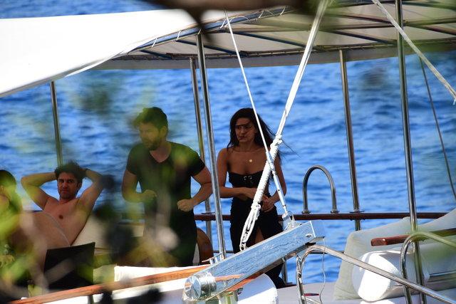 Tolgahan Sayışman ve Almeda Abazini çiftinin tatili devam ediyor - Magazin haberleri