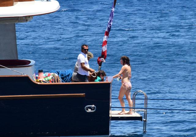 Nil Karaibrahimgil oğlu Aziz ile tatil yapıyor - Magazin haberleri