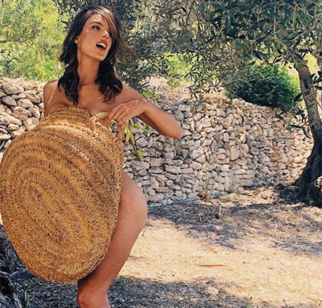Alessandra Ambrosio böyle zeytin topladı - Magazin haberleri