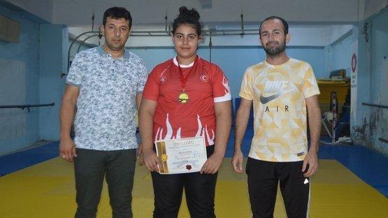 Zayıflamak için judoya başladı, Balkan üçüncüsü oldu!